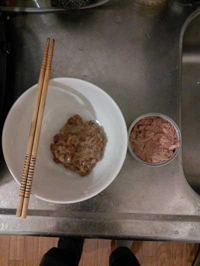 準備した納豆とツナ