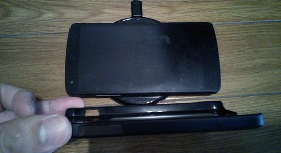 Nexus5ケースつけててもQi充電器できた