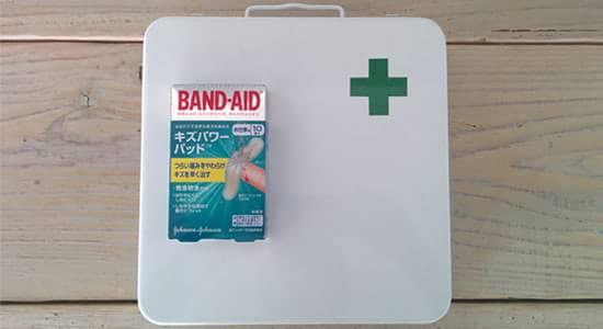 水仕事用 BAND-AID 傷パワーキッド と 救急箱