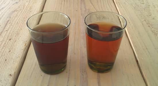 ルイボスティーと麦茶の色を比較