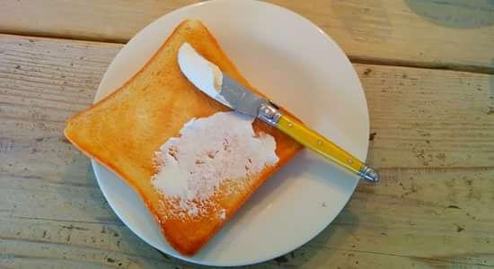 ポーリークリームチーズを塗る その1